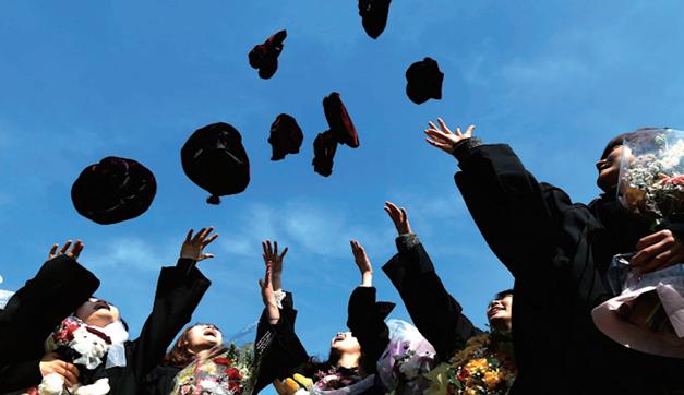 铁饭碗里的青春  ——公务员队伍中的大学毕业生